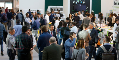 Incontro in fiera tra business man e imprese